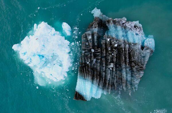 Le glacier Eqi Sermia, ou simplement Eqi, situé dans la baie de Disko, attire énormément de touristes. Ce n'est pas surprenant, car c'est l'un des glaciers les plus rapides du Groenland: il se déplace de 30 mètres par jour. - Sputnik France