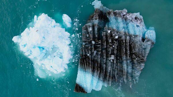 Лед перед ледником Экип Сермия в Гренландии - Sputnik France