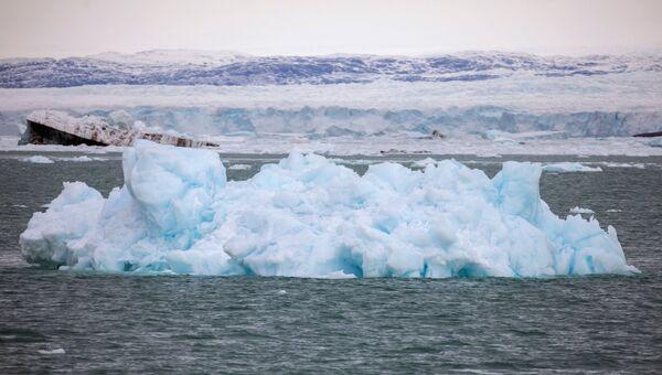 Ce processus s'accompagne d'un bruit fracassant produit par des blocs de glace tombant dans l'eau. - Sputnik France