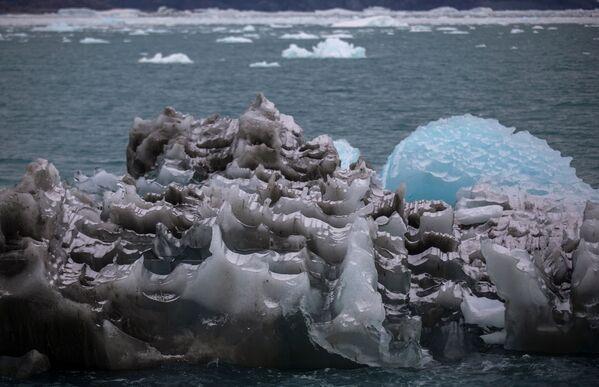 Le glacier est situé à 70 kilomètres de la ville d'Ilulissat sur la côte ouest du Groenland, où l'on peut voir des baleines et des phoques. - Sputnik France