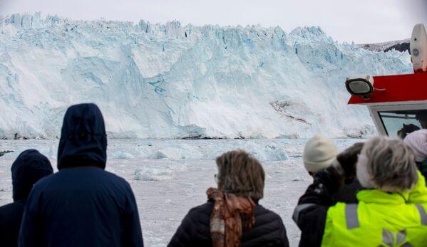 Quant au glacier, il ressemble à un mont de glace géant ou à un château de glace imprenable aux formes fantasques. - Sputnik France