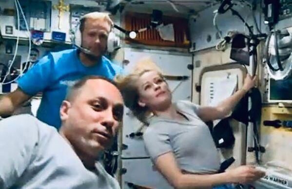 Malgré un emploi du temps chargé, le duo trouve le temps de parler avec les autres membres de l'équipage de l'ISS: ils ont rencontré des astronautes de la Nasa dans le segment américain. - Sputnik France
