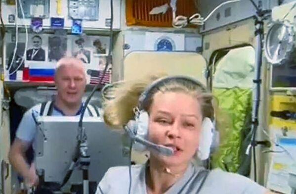 L'actrice Ioulia Peressild interprète le personnage principal. L'héroïne est un médecin envoyé à l'ISS pour secourir un astronaute. La cabine du commandant sert de loge à l'actrice. - Sputnik France
