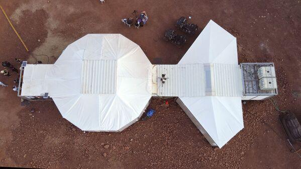 Six astronautes originaires d'Autriche, d'Allemagne, des Pays-Bas, d'Israël, du Portugal et d'Espagne participent à la mission.Sur la photo: un complexe d'entraînement dans le désert du Néguev, en Israël, où se déroule la mission simulant les conditions de vie sur Mars. - Sputnik France