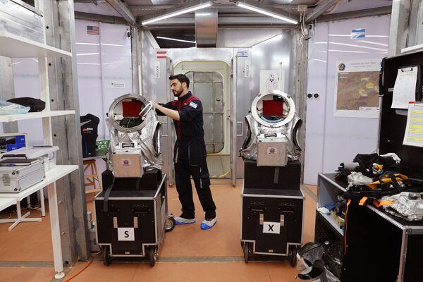 Pendant la mission, un certain nombre d'expériences seront menées sur le corps humain et sur l'environnement. Par ailleurs, le rover Exoscot et des scaphandres seront testés. - Sputnik France