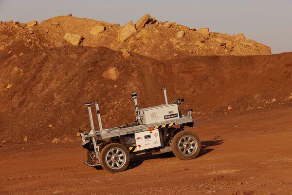 L'intérieur du cratère Makhtesh Ramon dans le désert du Néguev est très similaire à la surface de Mars. Il y a beaucoup de cailloux, de roches avec des traces d'érosion et de poussière. Même par ses couleurs, le paysage ressemble à celui de Mars. - Sputnik France
