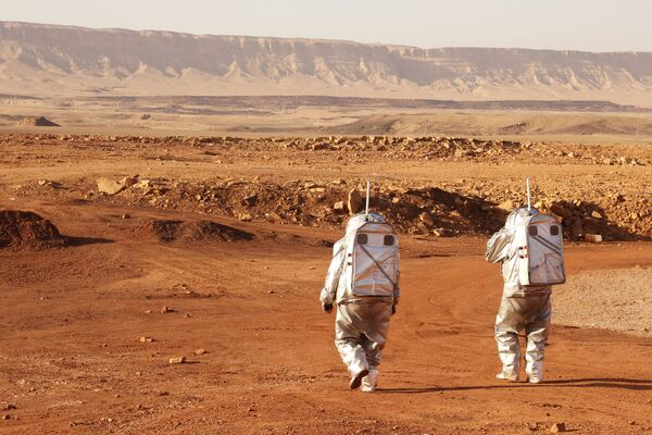 Des astronautes lors de la mission simulant les conditions de vie sur Mars dans le désert du Néguev, en Israël. - Sputnik France