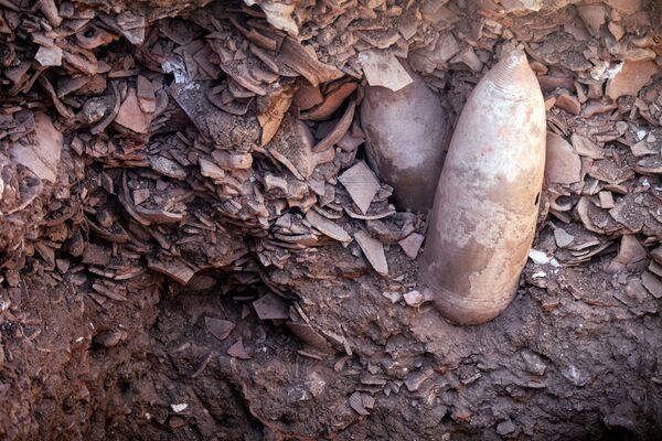 """Au cours des fouilles, les archéologues ont également découvert des pressoirs à vin datant de plus de 2.300 ans. Cela montre un """"continuum"""" de la tradition viticole dans la région. - Sputnik France"""