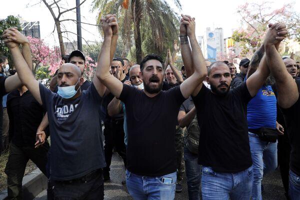 Des partisans des groupements chiites Hezbollah et Amal lors du rassemblement devant le palais de justice de Beyrouth. - Sputnik France