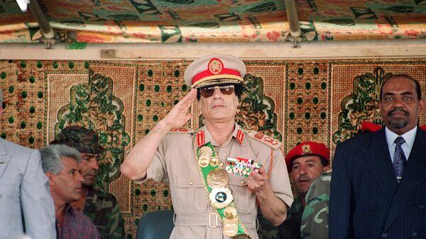 Лидер Ливии Муаммар Каддафи на военном параде в честь 25-летия его прихода к власти в Триполи, 1994 год - Sputnik France