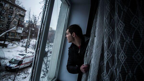Broken window of his flat, hit by Ukrainian Army Artillery, in the Voroshilovsky area, center of Donetsk, Ukraine - Sputnik France