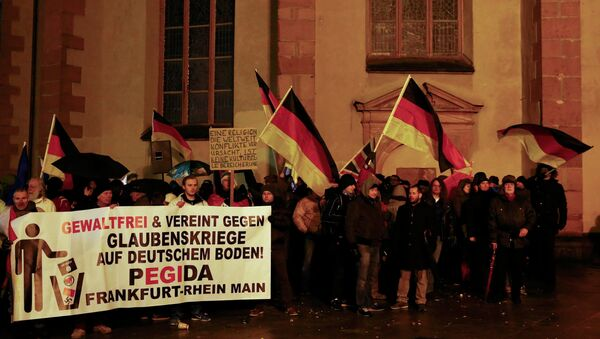 Supporters of the movement of Patriotic Europeans Against the Islamisation of the West (PEGIDA) gather outside St. Catherine's Church in Frankfurt, January 26, 2015. - Sputnik France