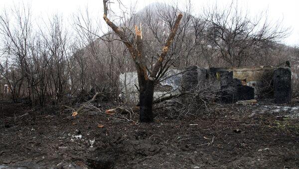Разрушенный в результате обстрела частный жилой дом в Петровском районе Донецка - Sputnik France