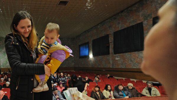 Réfugiés de l'Ukraine reçoivent des prestations sociales dans l'hébergement temporaire dans la région de Rostov - Sputnik France