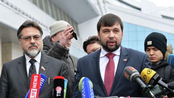 Vladislav Deïnego (à gauche) et Denis Pouchiline (à droite) - Sputnik France