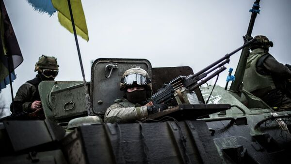 Ukrainian soldiers in an armoured vehicle topped with a Ukrainian flag in the Donetsk region - Sputnik France