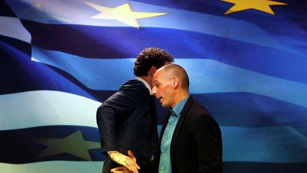 Jeroen Dijsselbloem, (L) head of the euro zone finance ministers' group, and Greek Finance Minister Yanis Varoufakis - Sputnik France