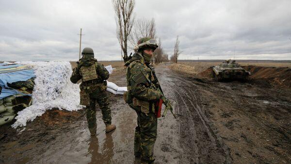 Украинские военные на КПП рядом с Дебальцево - Sputnik France