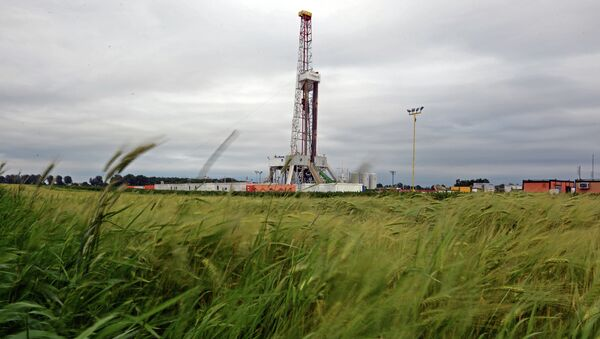 A drilling rig exploring for shale gas of oil company Chevron on June 11, 2013 in south-eastern Poland - Sputnik France