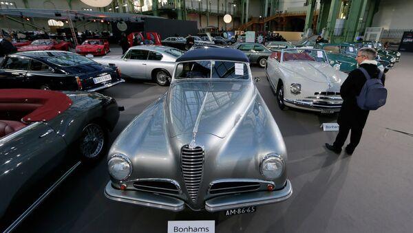 Des voitures rares mises aux enchères à Paris - Sputnik France