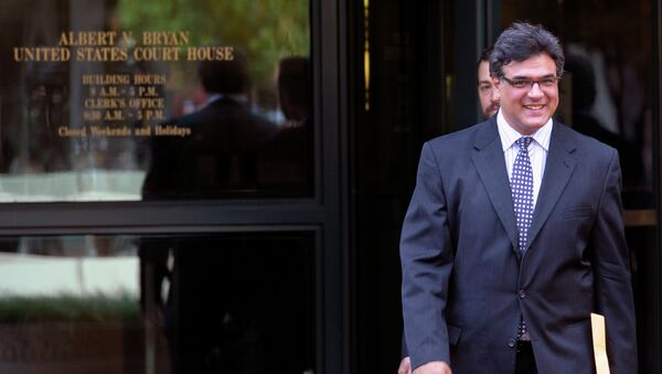 Former CIA officer John Kiriakou leaves U.S. District Courthouse in Alexandria, Va., Tuesday, Oct. 23, 2012, after pleading guilty, in a plea deal, to leaking the names of covert operatives to journalists. - Sputnik France