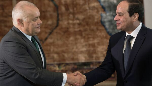 Президент Египта Абдель Фаттах Ас-Cиси дал интервью генеральному директору МИА Россия сегодня Д.Киселеву - Sputnik France