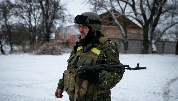 A Ukrainian serviceman is seen near Debaltseve, eastern Ukraine, February 10, 2015 - Sputnik France
