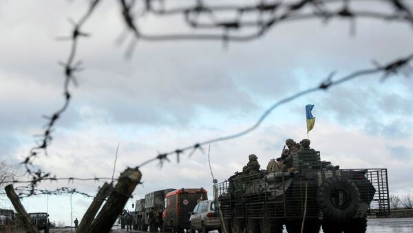A Ukrainian military convoy is pictured through a barbed wire fence at a military base in the town of Kramatorsk, eastern Ukraine - Sputnik France