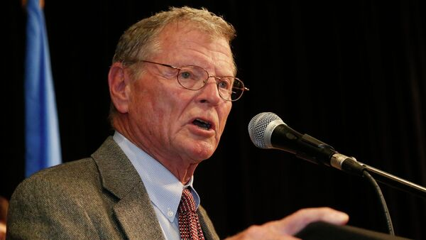 Senator Jim Inhofe, R-Oklahoma, gestures during his victory speech at the Republican watch party in Oklahoma City, Tuesday, Nov. 4, 2014 - Sputnik France