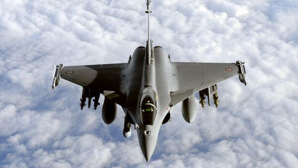 file photo taken on March 30, 2011 shows a French Rafale fighter jet from the Istres military air base approaching an airborne Boeing C-135 refuelling tanker aircraft - Sputnik France