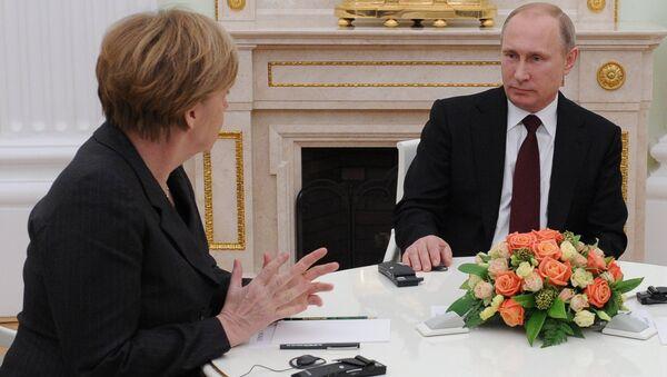 Vladimir Poutine et Angela Merkel à Moscou. Archives - Sputnik France