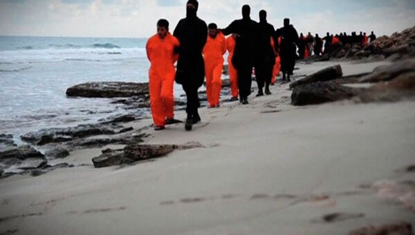 Men in orange jumpsuits purported to be Egyptian Christians held captive by the Islamic State (IS) - Sputnik France