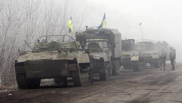 Ukrainian forces vehicles are seen parked on a road between Artemivsk and Debaltseve, Donetsk region, on February 15, 2015 - Sputnik France