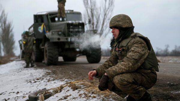 Ukrainian servicemen who fought in Debaltseve are seen near Artemivsk February 19, 2015. - Sputnik France