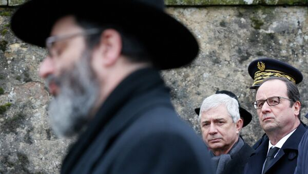 French President Francois Hollande (R) and French National Assembly Speaker Claude Bartolone (C) attend a ceremony during a visit at the Sarre-Union Jewish cemetery, eastern France, February 17, 2015. - Sputnik France