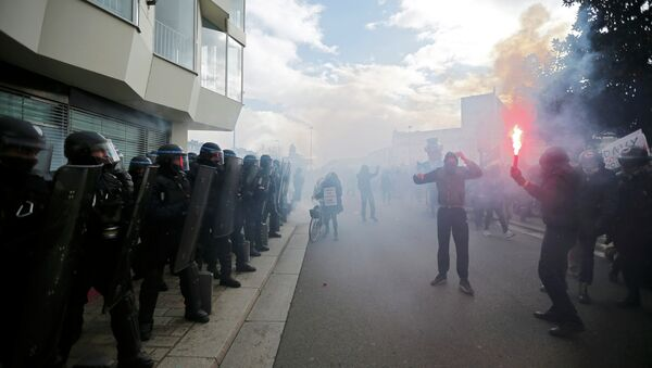 Hooded protesters face off with French riot police during a demonstration to mark the one-year anniversary of a protest march in 2014 which ended in clashes with riot police, in Nantes February 21, 2015. - Sputnik France