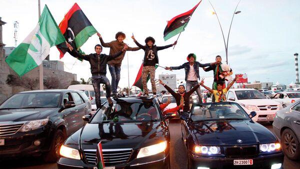 Libyans celebrate the fourth anniversary of the revolution against Muammar Gaddafi at a street in Tripoli - Sputnik France