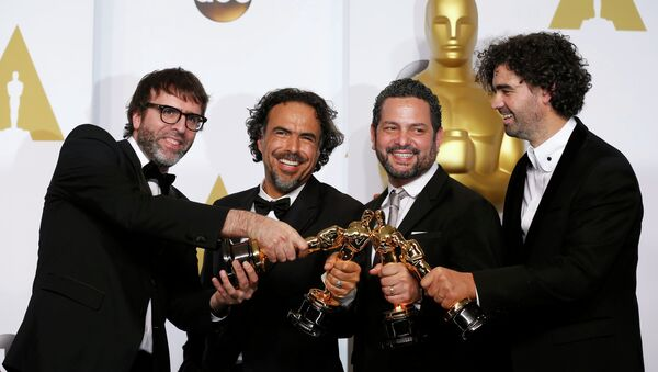 From Left: Nicolas Giacobone, Alejandro G. Inarritu, Alexander Dinelaris, Jr.and Armando Bo pose with the Oscars for best original screenplay for Birdman at the 87th Academy Awards in Hollywood, California February 22, 2015. - Sputnik France