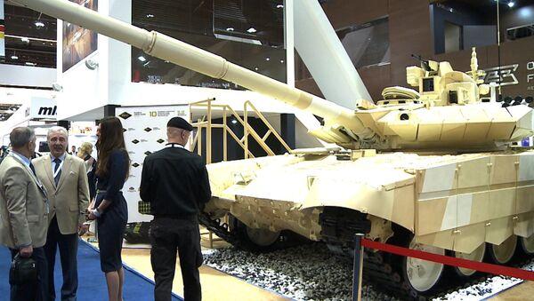 Le dernier-né du groupe Kalachnikov et la version de Ratnik destinée à l'exportation au Salon international de la défense IDEX-2015 d'Abu Dhabi - Sputnik France