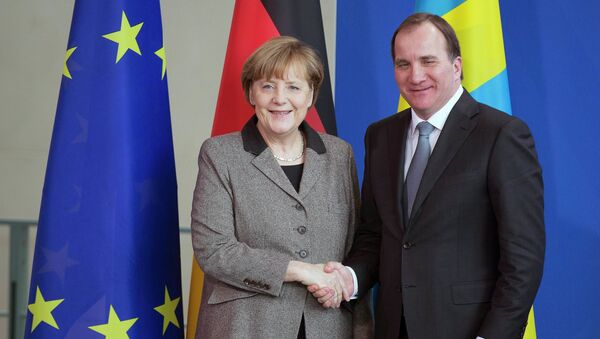 German Chancellor Angela Merkel (L) and Swedish Prime Minister Stefan Lofven shake hands after a news conference at the chancellery in Berlin February 25, 2015. - Sputnik France