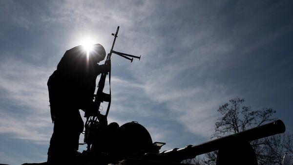 A Ukrainian soldier stands atop a military vehicle near Artemivsk, eastern Ukraine, Monday, Feb. 23, 2015 - Sputnik France