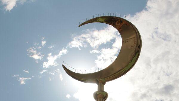 Шпиль с полумесяцем для минарета Московской соборной мечети - Sputnik France