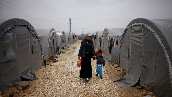 Лагерь для беженцев, сирийских курдов из Кобани, в окрестностях турецкого города Суруч. 21 ноября 2014 года - Sputnik France