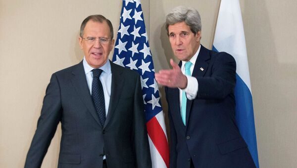 U.S. Secretary of State John Kerry (R) stands next to Russian Foreign Minister Sergei Lavrov during their meeting in Geneva March 2, 2015. - Sputnik France