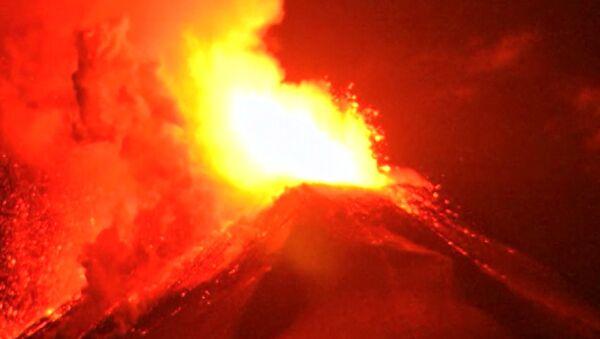 Spectaculaire éruption du volcan Villarrica - Sputnik France