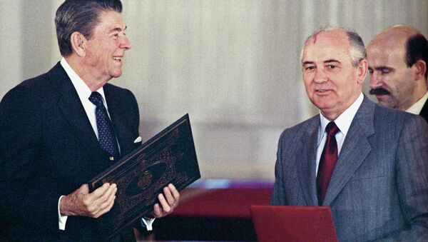 U.S. president Ronald Reagan (left) and General Secretary of the Central Committee of CPSU Mikhail Gorbachev at the joint meeting exchanging ratification instruments on bringing into force Soviet-American treaty on elimination of medium and short range missiles. (File) - Sputnik France
