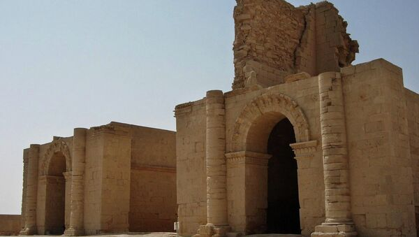 In this file photo taken July 27, 2005, two temples stand over 1,750 years after the Sassanian empire razed the Mesopotamian city of Hatra, 320 kilometers (200 miles) north of Baghdad, Iraq. - Sputnik France