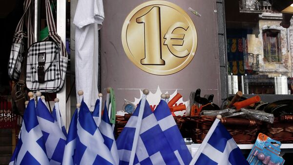 Greek national flags are displayed for sale at the entrance of a one Euro shop in Athens March 2, 2015. - Sputnik France