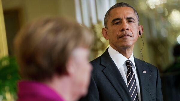 Barack Obama, right, listen to German Chancellor Angela Merkel - Sputnik France