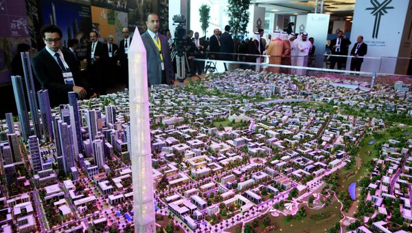 A model of a planned new capital for Egypt is displayed for investors at the opening of the Egypt Economic Development Conference (EEDC) in Sharm el-Sheikh, in the South Sinai governorate, about 550 km (342 miles) south of Cairo, March 13, 2015 - Sputnik France
